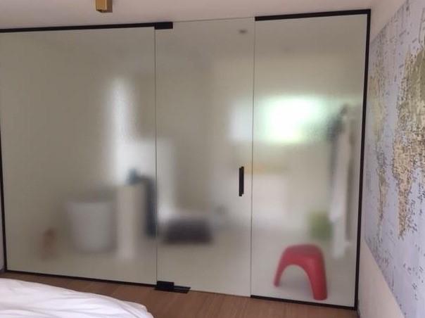https://allglas.be/wp-content/uploads/2019/09/glaswerken-allglas-walschaerts-slaapkamer-badkamer-glas-crepi-02.jpg