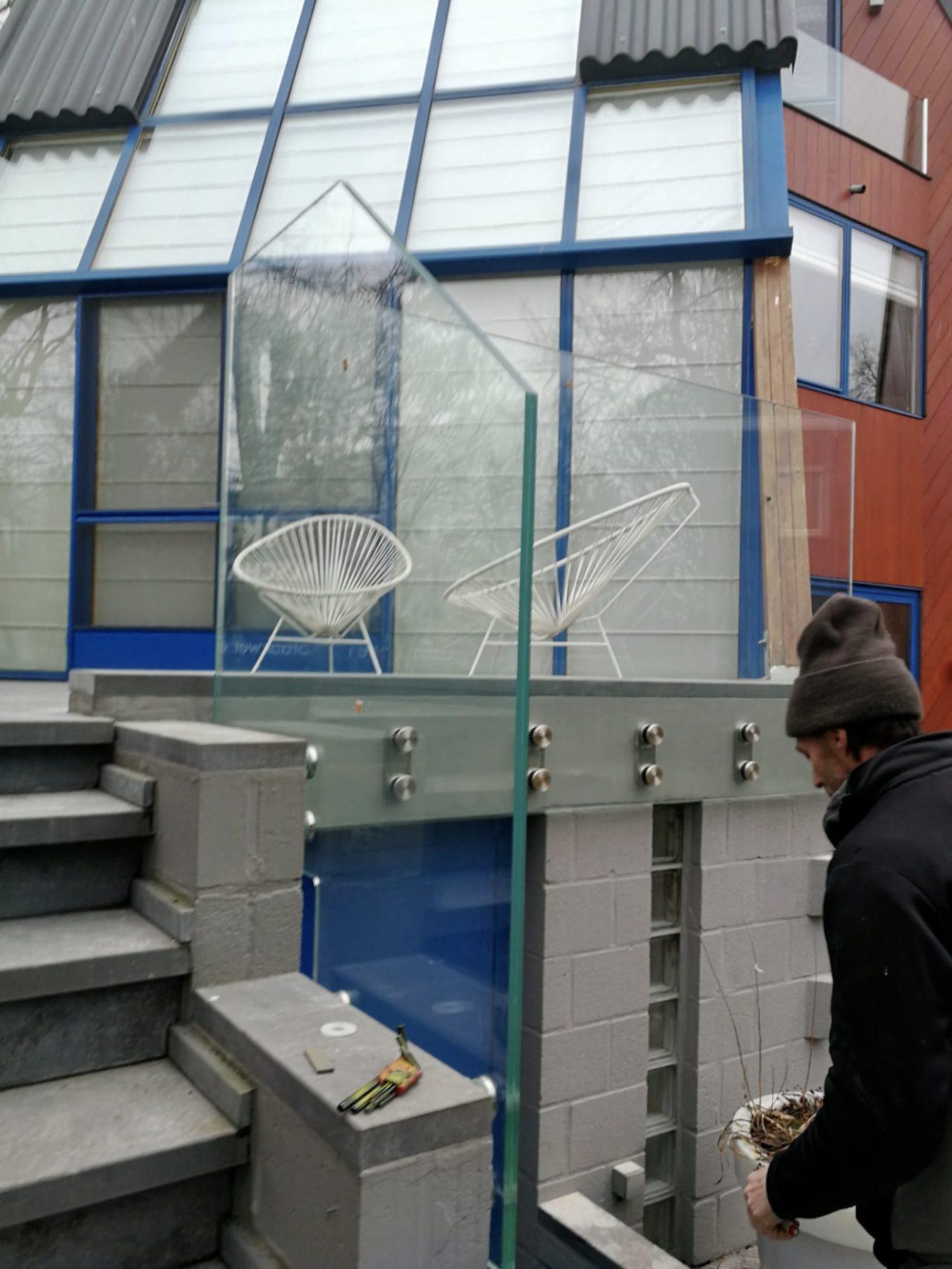 https://allglas.be/wp-content/uploads/2020/02/all-glas-walschaerts-bonheiden-glas-balustrade-buiten-08.jpeg