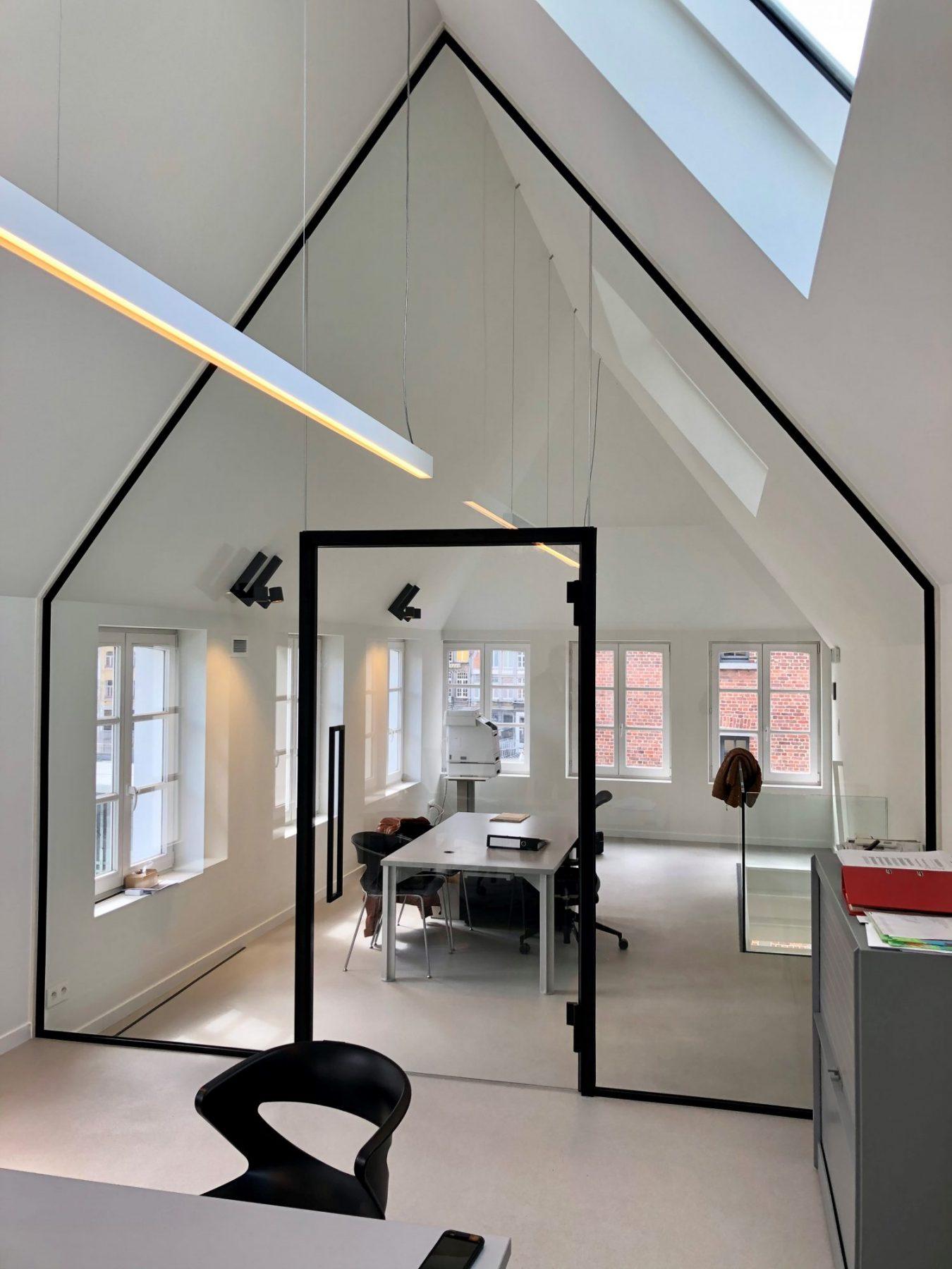 https://allglas.be/wp-content/uploads/2021/06/all-glas-walschaerts-bonheiden-interieurglas-steellook-glaswand-immovos-02-scaled.jpg